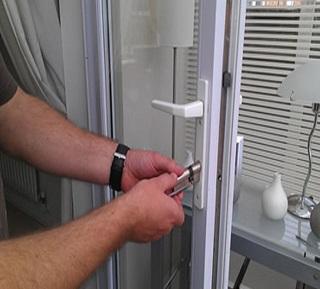 چگونه امنیت منزل خود را بالا ببریم؟ پنجره ها را قفل کنید
